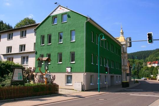 Haus Green       30 Appartements      Clubraum      LAN mit Internetzugang      Bodenabstellflächen      Fahrradraum      Waschraum mit Waschmaschine und Trockner